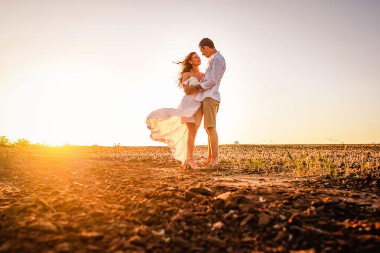 חמישה טיפים כדי להיראות מעולה בצילומי הזוגיות